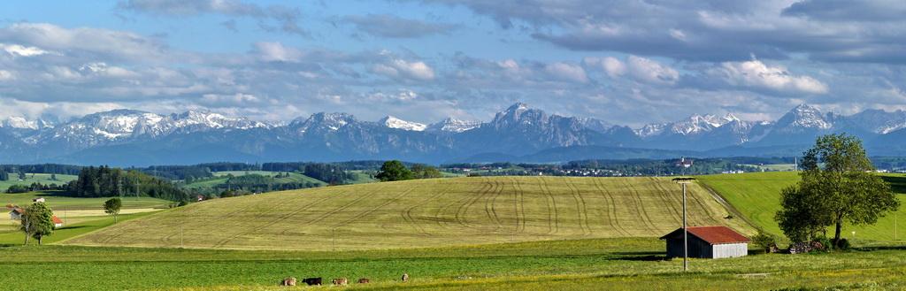 Die Alpen von Kaufbeuren bei Föhn